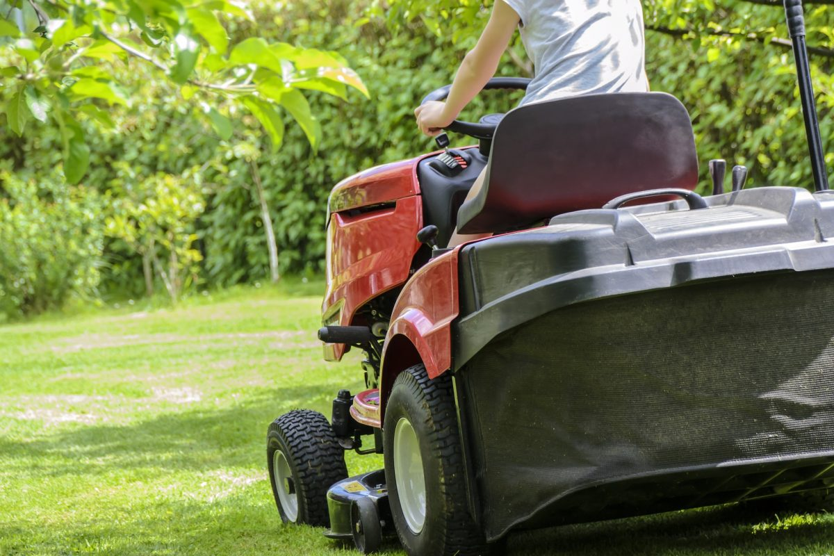 mowing-the-grass-1438159_1920